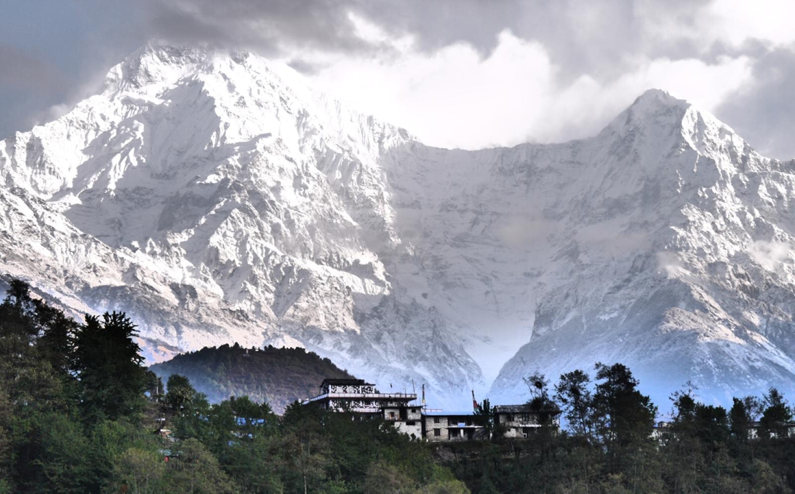 ネパール環境保護ボランティアの舞台ヒマラヤ山脈